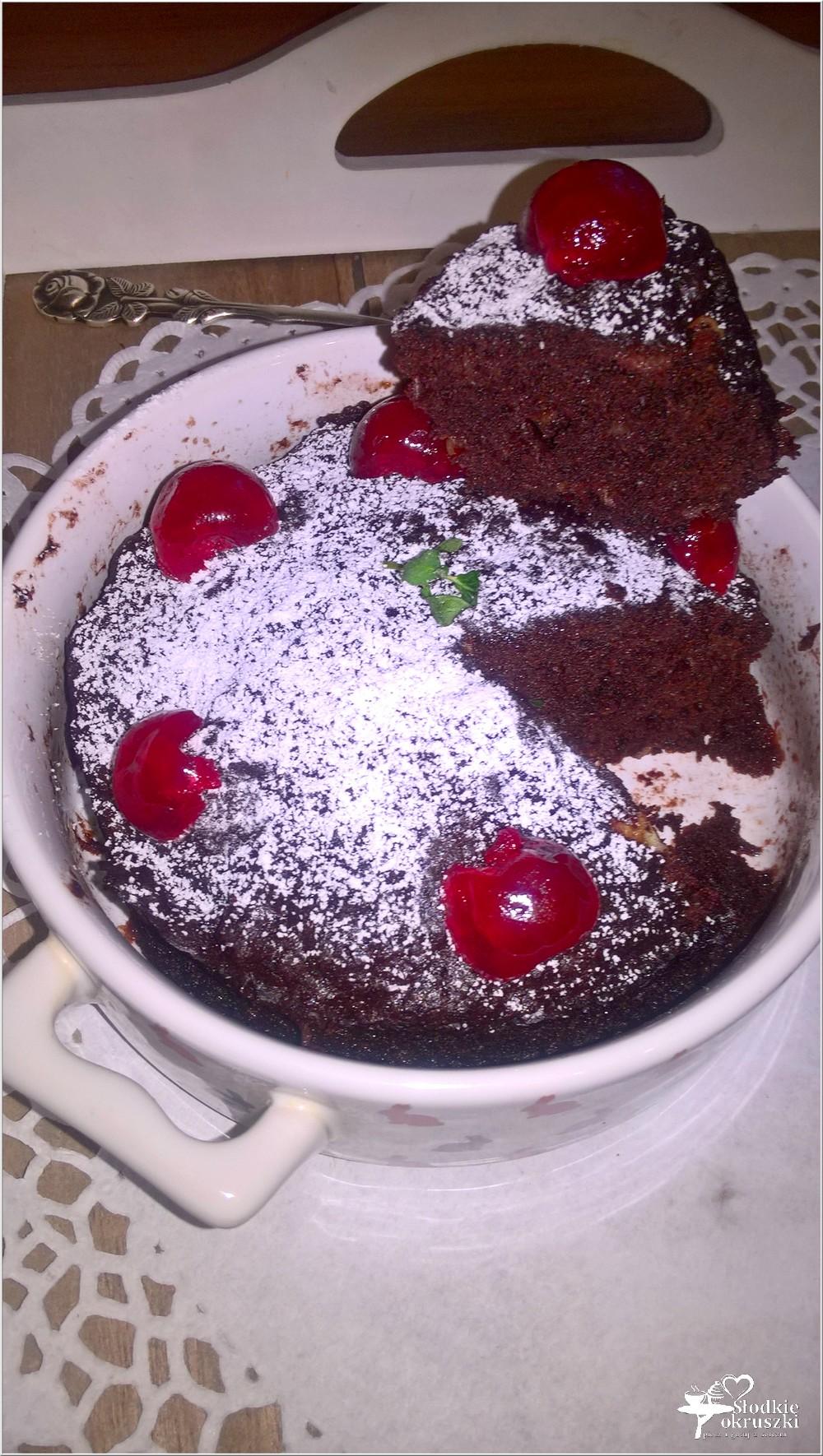 Czekoladowo-jabłkowe ciasto 3 minutowe. Mini ciasto (1)