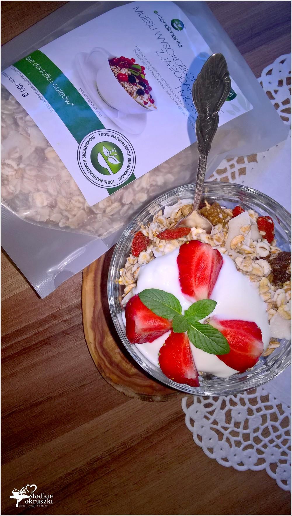Lekkie śniadanie. Wysokobłonnikowe musli z truskawkami, jagodami goji i morwą (2)