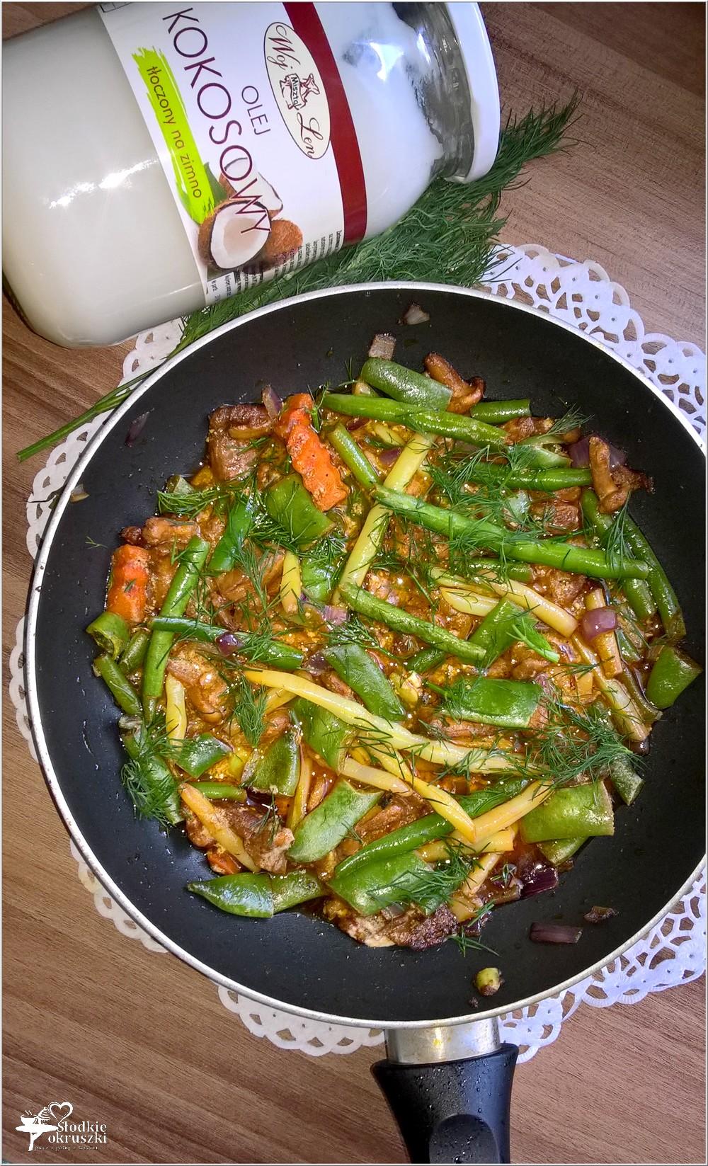 Lekkie danie. Fasolka z kurkami w lekkim paprykowym sosie (3)