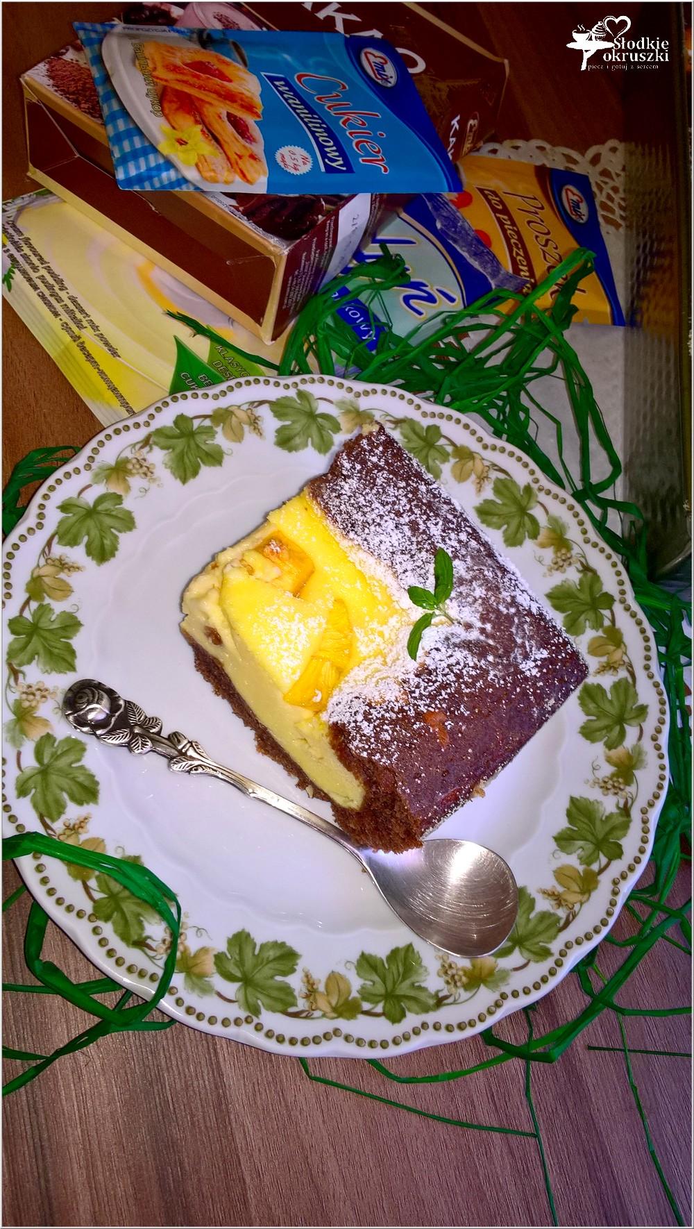 Sernik z brzoskwiniami w czekoladowym cieście (4)
