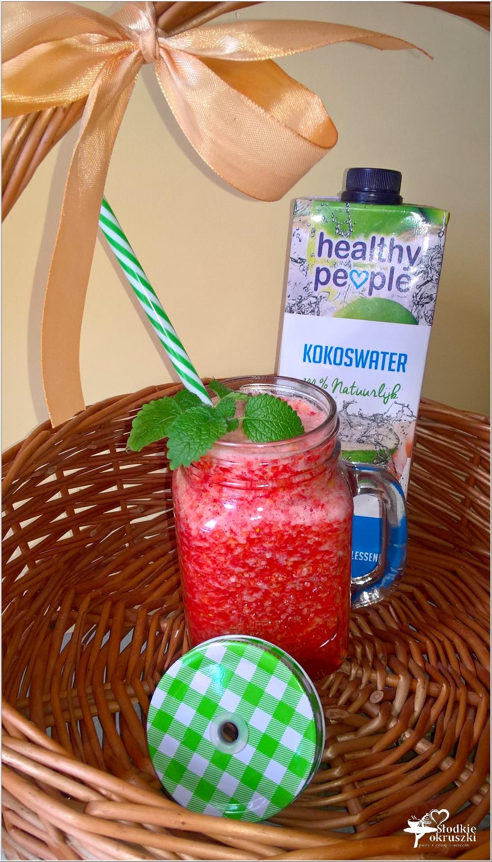 Truskawkowo nektarynkowe smoothie na wodzie kokosowej (3)