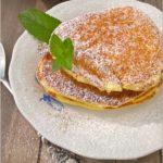 Placuszki śniadaniowe – 3 pyszne przepisy. I kilka słów o pojemniku na cukier puder.