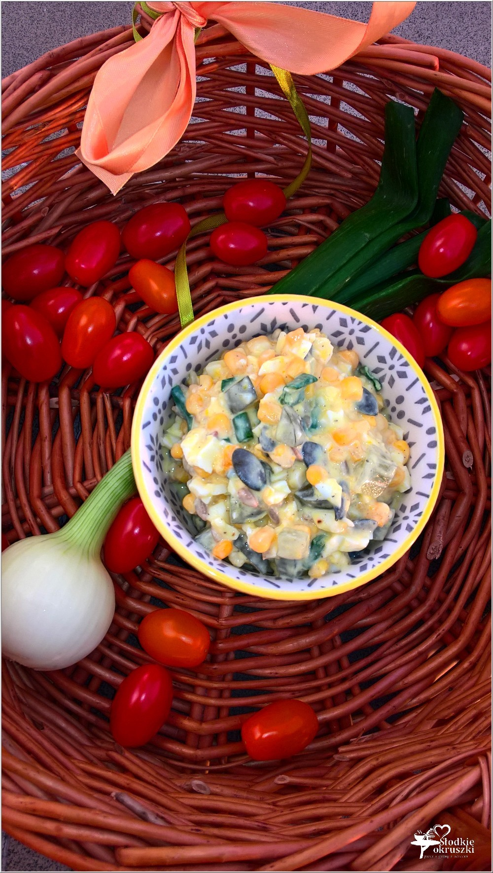 Lekka sałatka ze słonecznikiem i pestkami dyni (1)