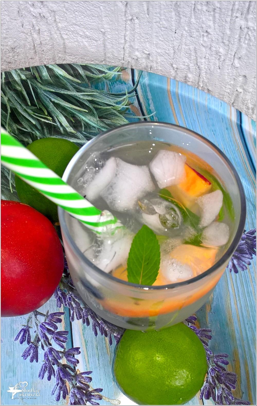 Miodowo-limonkowa woda smakowa (z całymi owocami) (1)