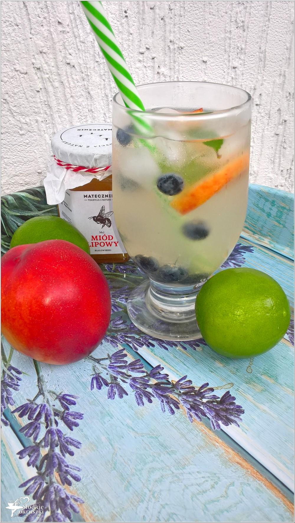 Miodowo-limonkowa woda smakowa (z całymi owocami) (2)