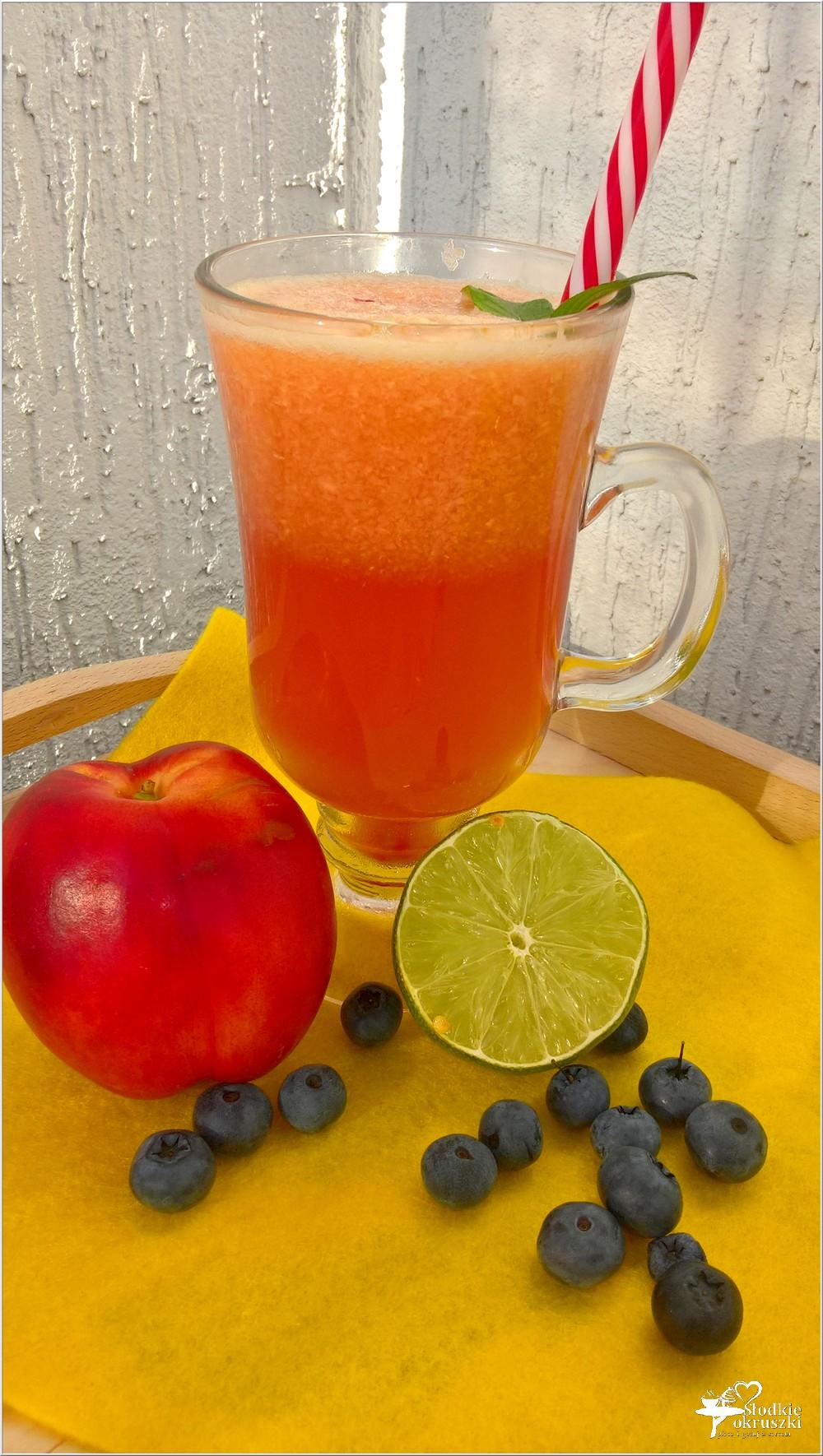 Orzeźwiający napój żurawinowo-nektarynkowy (na letnie dni) (1)