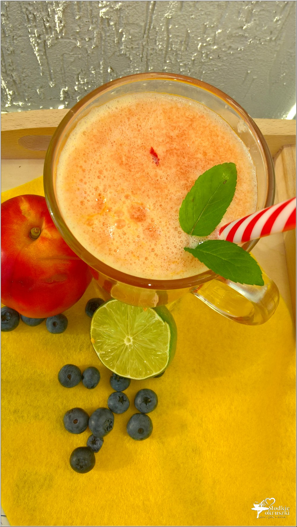 Orzeźwiający napój żurawinowo-nektarynkowy (na letnie dni) (2)