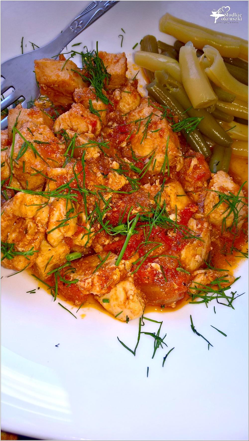Piersi z kurczaka w ziołowo-pomidorowym sosie (1)