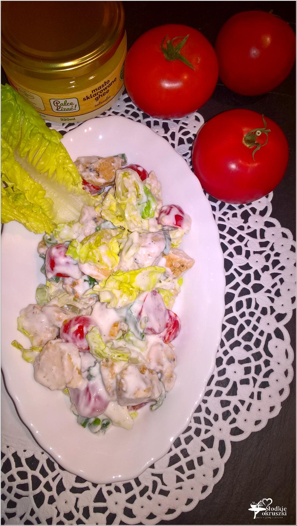 Sałatka z soczystym kurczakiem w lekkim sosie (2)