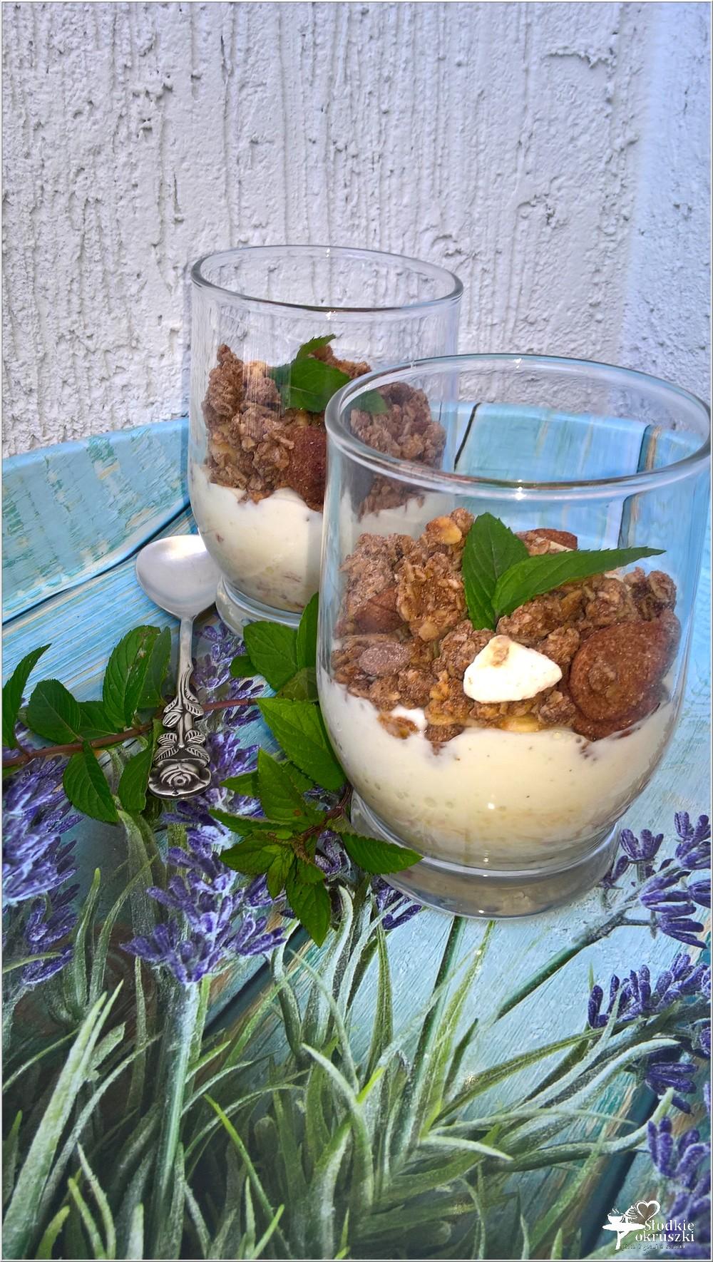 Waniliowo-różany pucharek z owocami i musli (2)