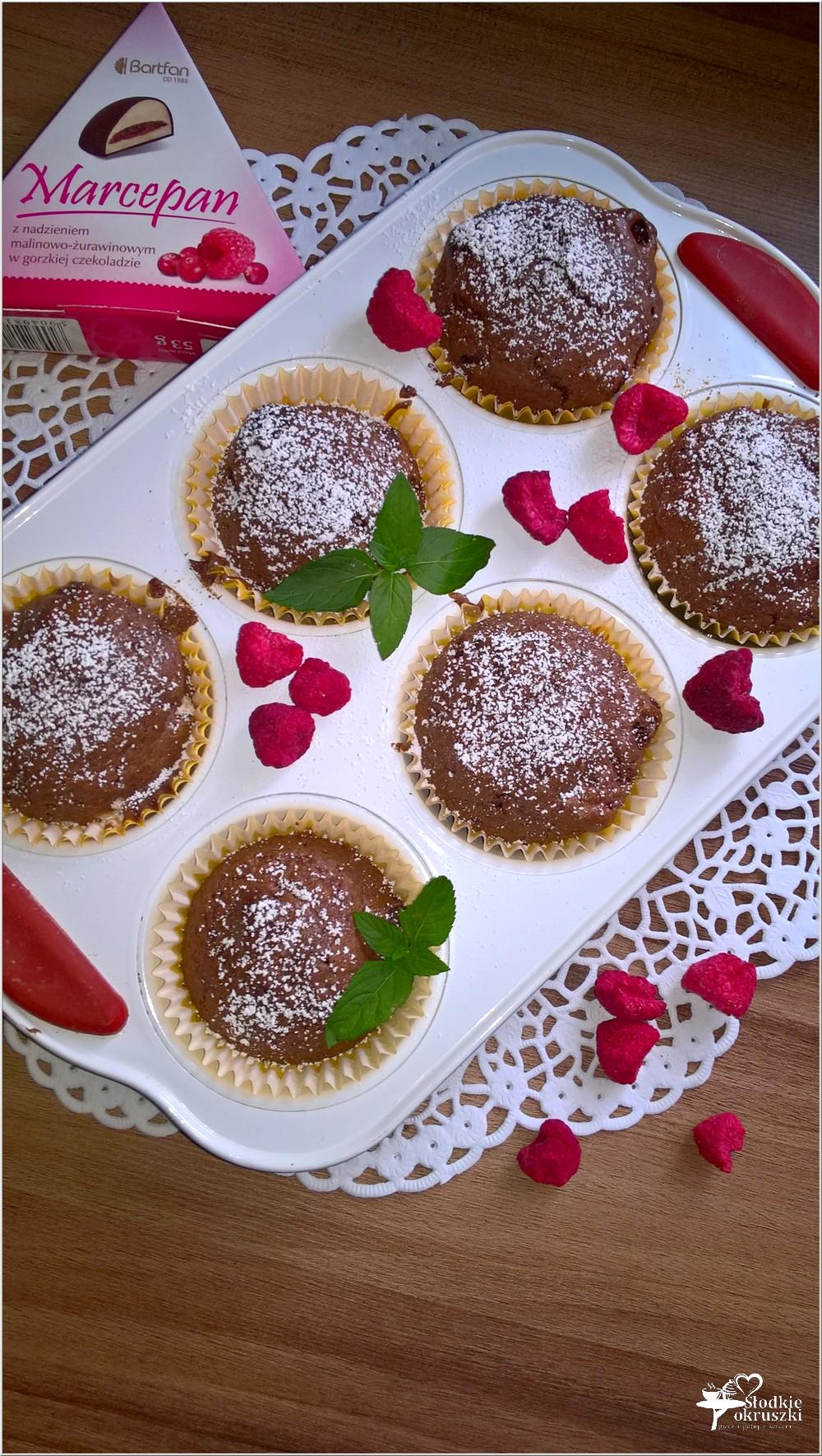 Czekoladowo-malinowe babeczki (z liofilizowanymi owocami) (1)