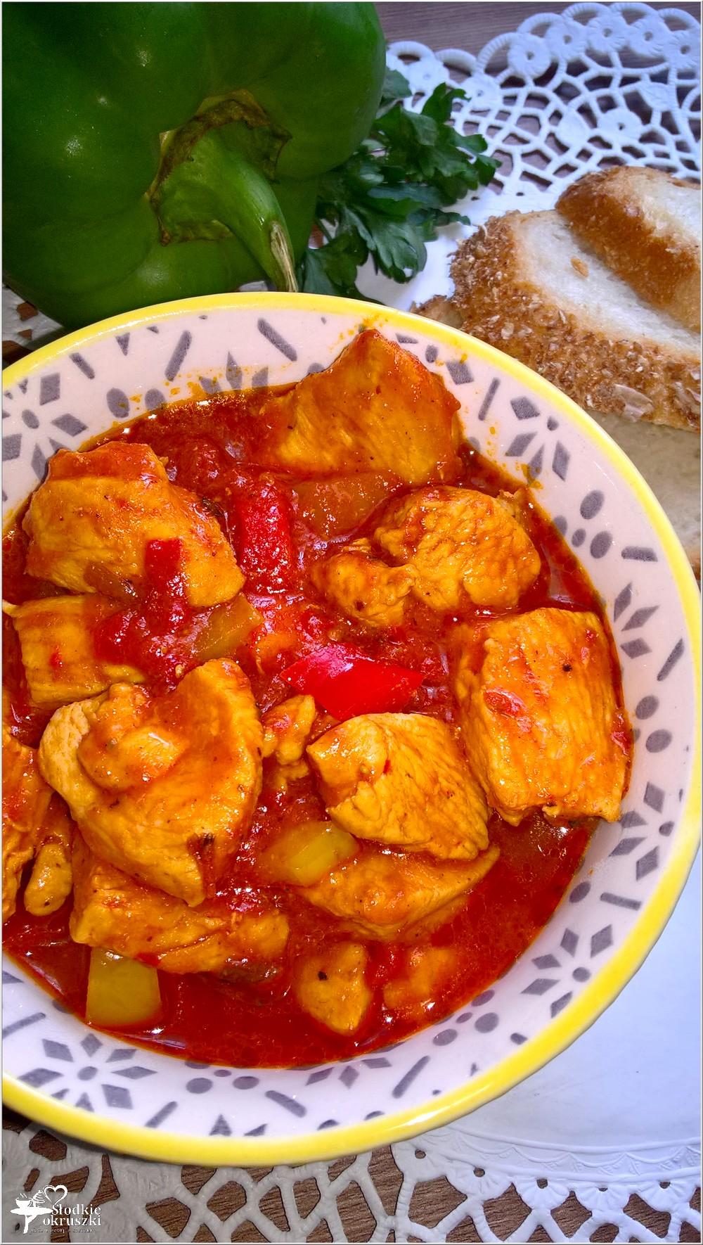 Kurczak w paprykowym sosie (1)