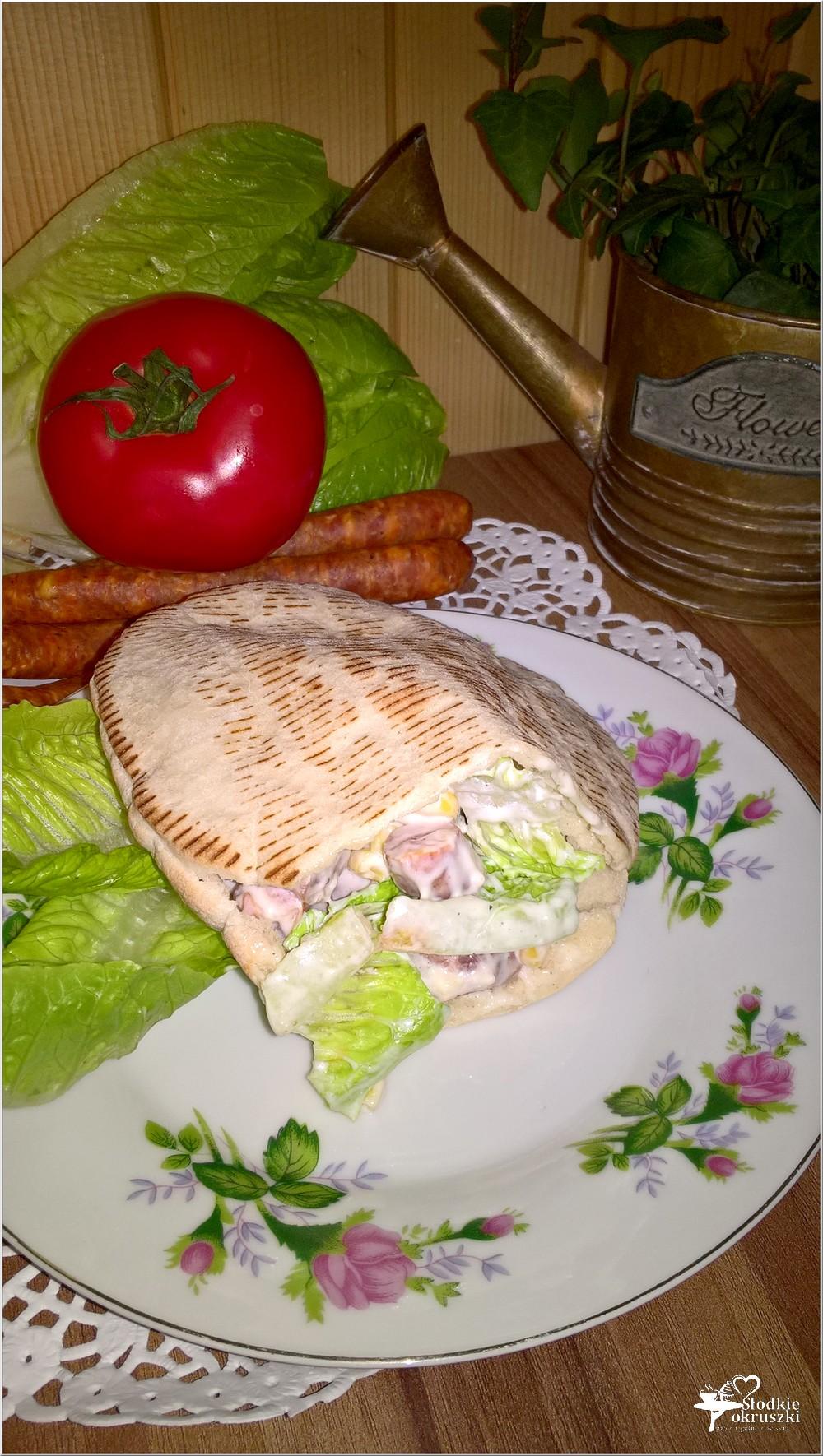 Szybki obiad. Pita z frankurterkami w domowym sosie (1)