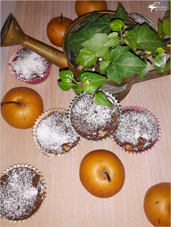 Kakaowe muffinki nadziane jabłko-gruszką (6)