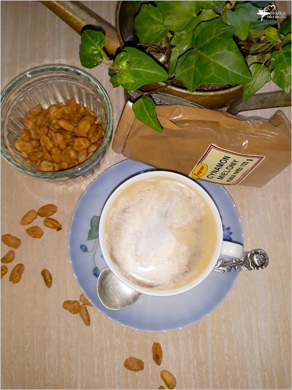 Karmelowa kawa z cynamonową pianką (2)