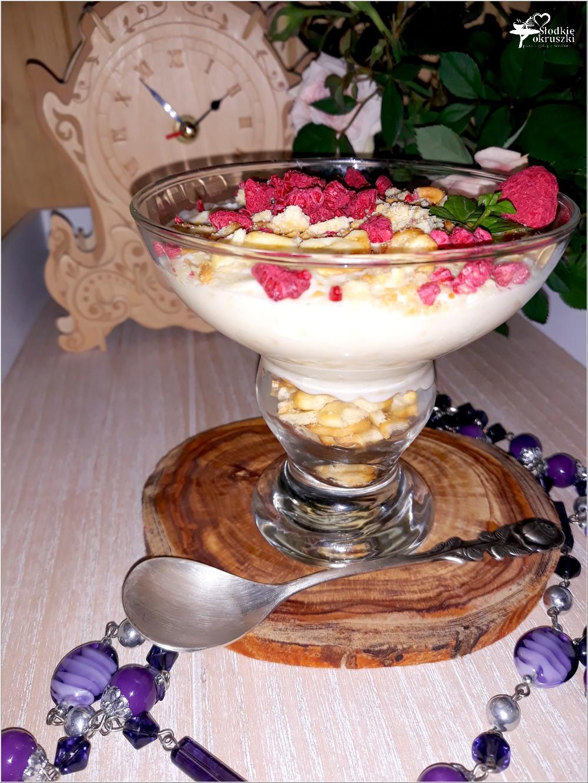 Kokosowy serniczek z białą czekoladą i krakersami (1)