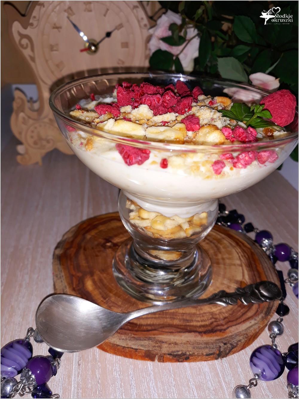 Kokosowy serniczek z białą czekoladą i krakersami (2)