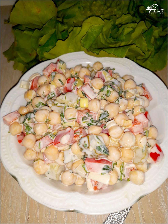 Kolorowa sałatka z cieciorką (3)