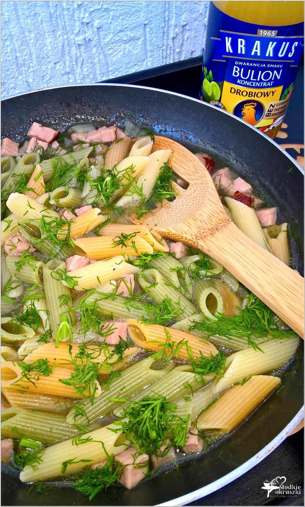 Makaron z szynką w drobiowo-koperkowym sosie. Obiad w kilka chwil (2)