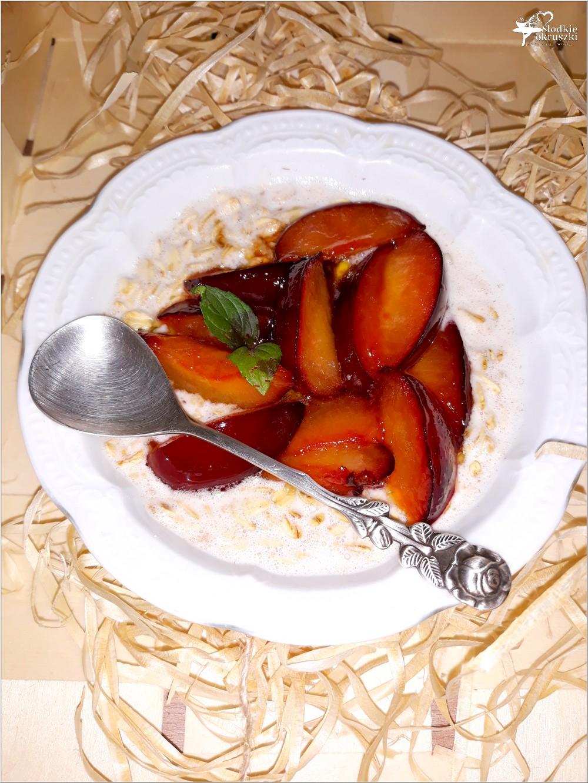 Owsianka na mleku kokosowym z karmelizowaną śliwką (2)