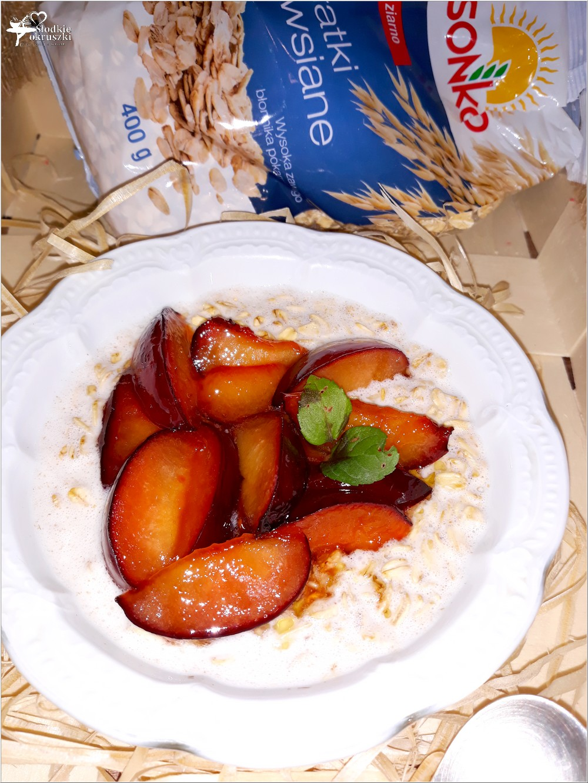 Owsianka na mleku kokosowym z karmelizowaną śliwką (3)