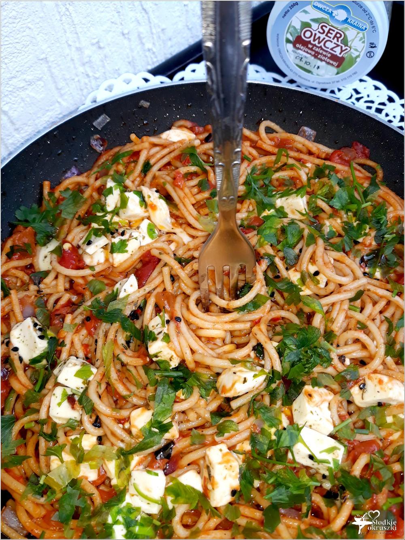 Spaghetti w paprykowo-pomidorowym sosie z serem owczym od Owcza Kraina (1)