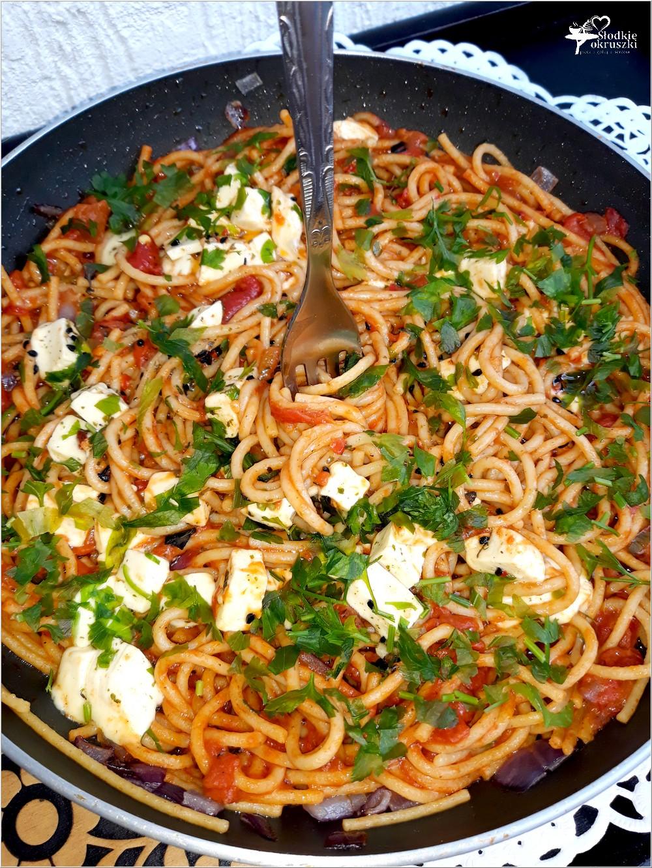 Spaghetti w paprykowo-pomidorowym sosie z serem owczym od Owcza Kraina (2)
