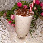 Kokosowy koktajl w czekoladowe kropki