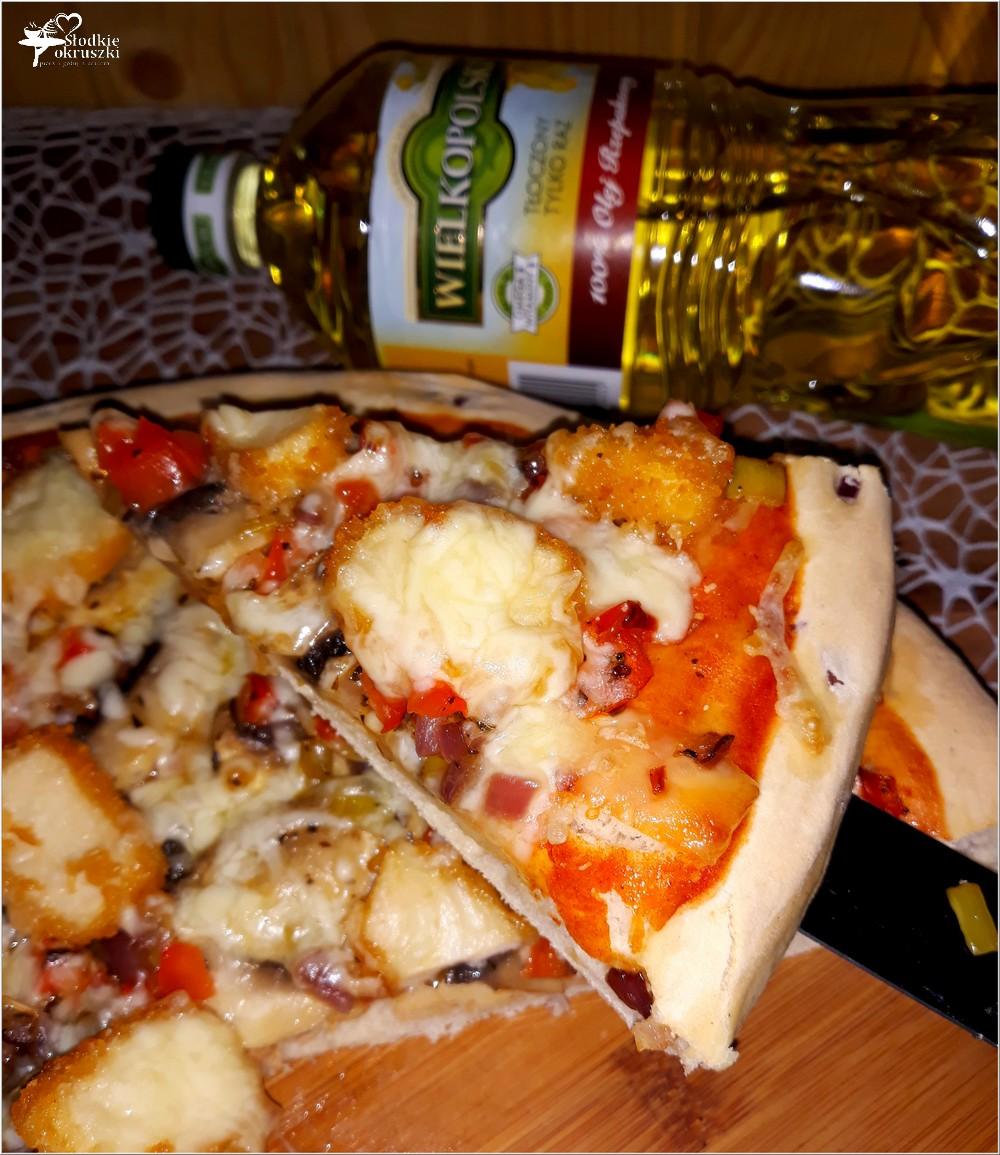 Pizza z nuggetsami na grubym cebulowym cieście (3)