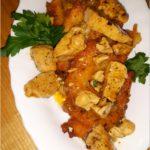 Placki ziemniaczane z kurczakiem w ziołowym sosie
