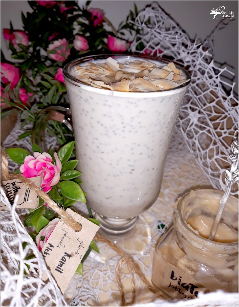 Pudding chia z białym jabłuszkiem i kokosową nutą (2)