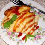 Szybkie naleśniki z konfiturą jagodową i sosem