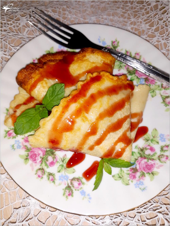 Szybkie naleśniki z konfiturą jagodową i sosem (1)