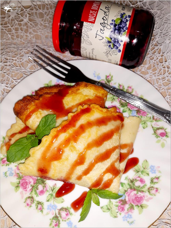 Szybkie naleśniki z konfiturą jagodową i sosem (2)