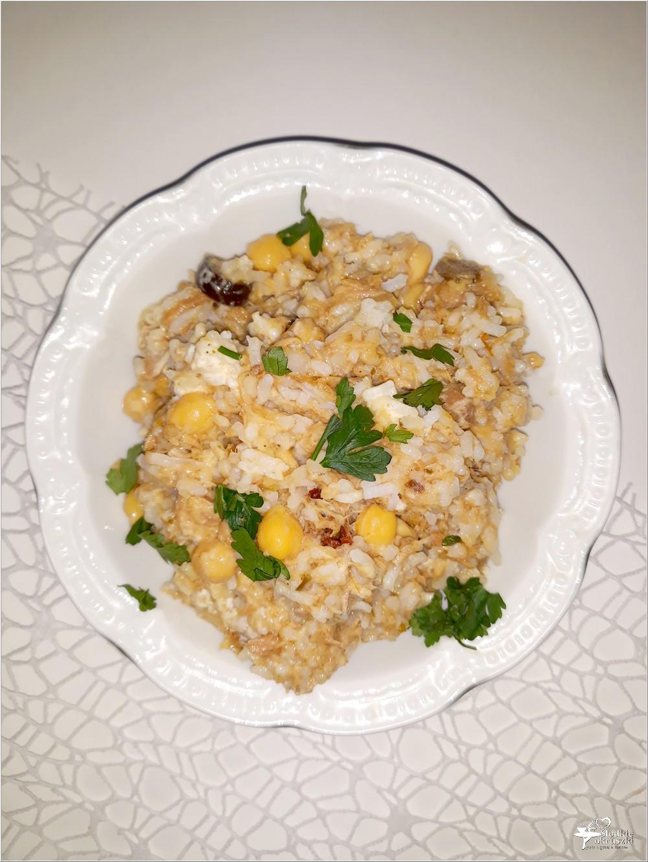 Ekspresowa sałatka imprezowa z tuńczykiem, ryżem i cieciorką (1)