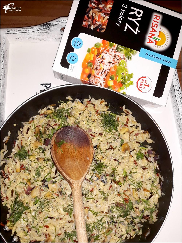 Szybki koperkowy smażony ryż z jajkiem i pieczarkami (2)