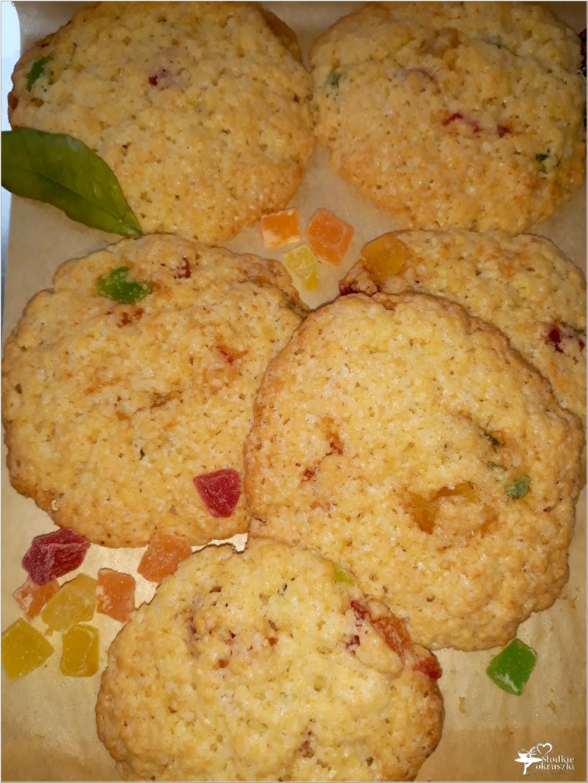 Szybkie ciasteczka z kandyzowanym ananasem i nutą cynamonu (1)