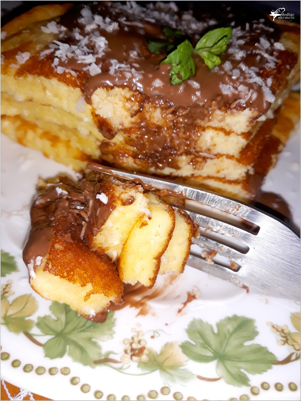 Kokosowy omlet z kremem czekoladowym (1)