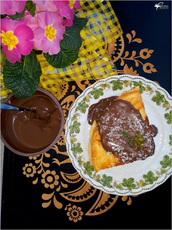 Kokosowy omlet z kremem czekoladowym (2)