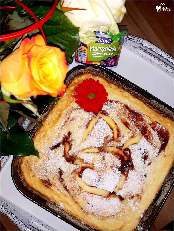 Sero-jogurtowiec z konfiturą (na markizowym spodzie) (1)