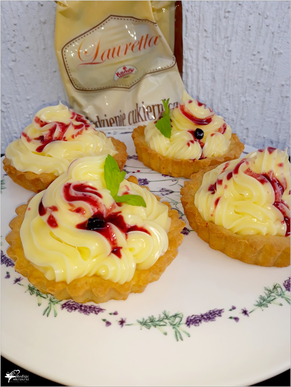 Tartaletki z konfiturą jagodową i kremem waniliowym (4)