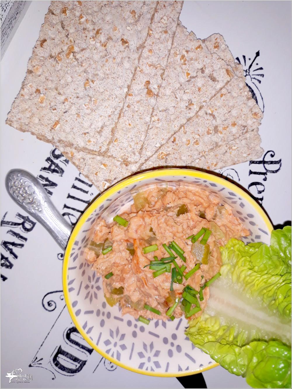 Tuńczykowa pasta kanapkowa z ogórkiem (1)