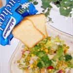 Chrupiąca sałatka z brokułem i sucharkami Mamut