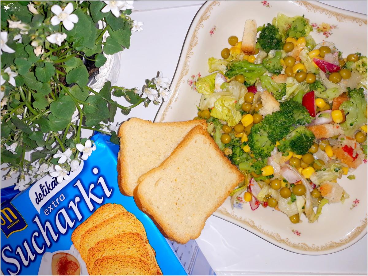 Chrupiąca sałatka z brokułem i sucharkami Mamut (2)