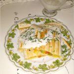Grillowana tortilla z warzywami i domowym sosem czosnkowym
