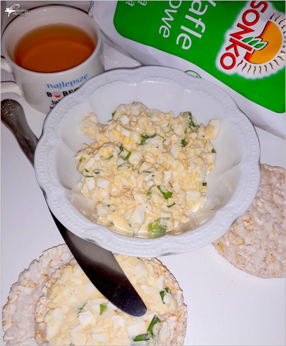 Lekka pasta z czosnkiem na waflach ryżowych (1)