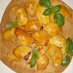 Drożdżowe pierożki (pieczone). Idealne na obiad lub przyjęcie.