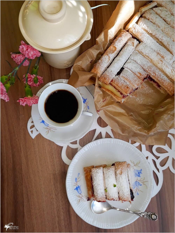 Francuskie ciasto budyniowe z konfiturą porzeczkową (4)