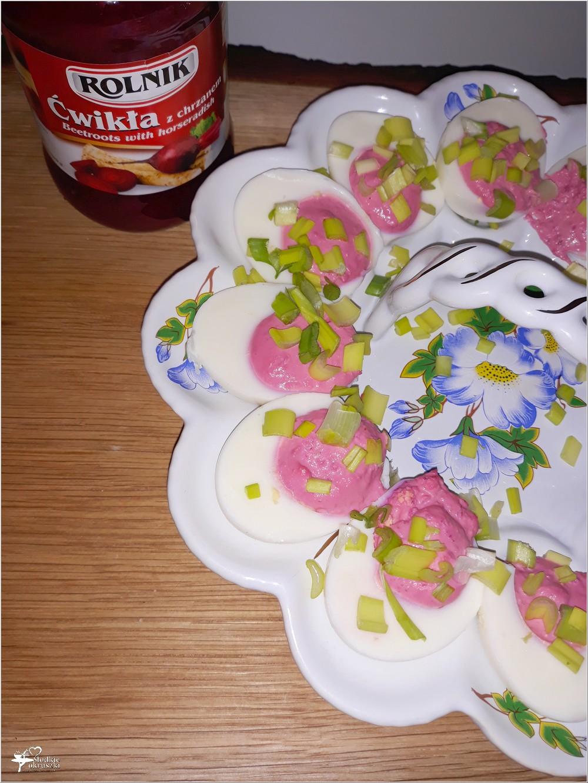 Jajka faszerowane ćwikłą (3)