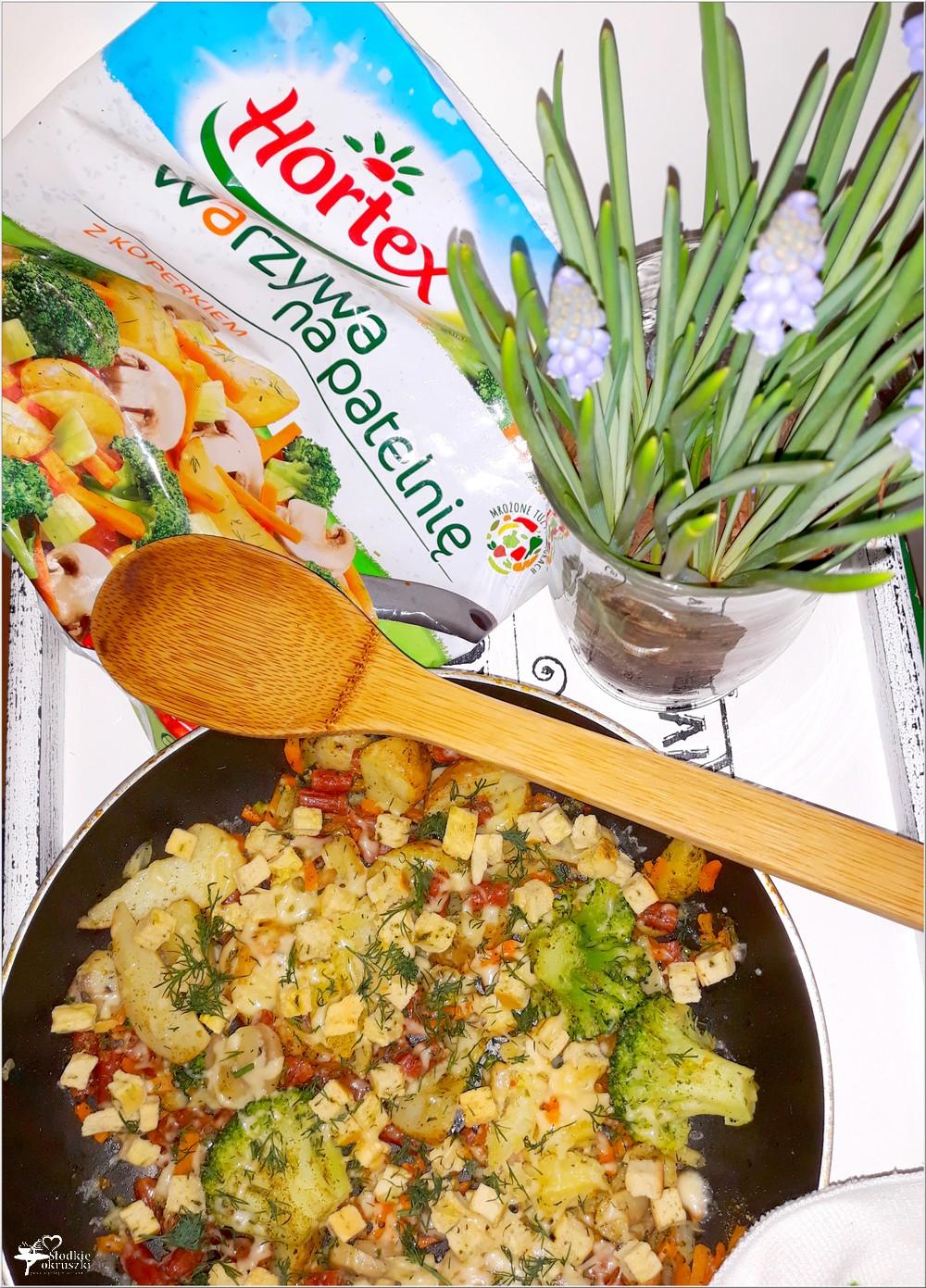 Mix warzyw z czosnkowymi grzankami i kabanosem (4)
